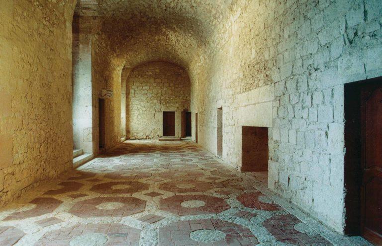 La Grande Galerie et son pavement du XVIIe siècle.